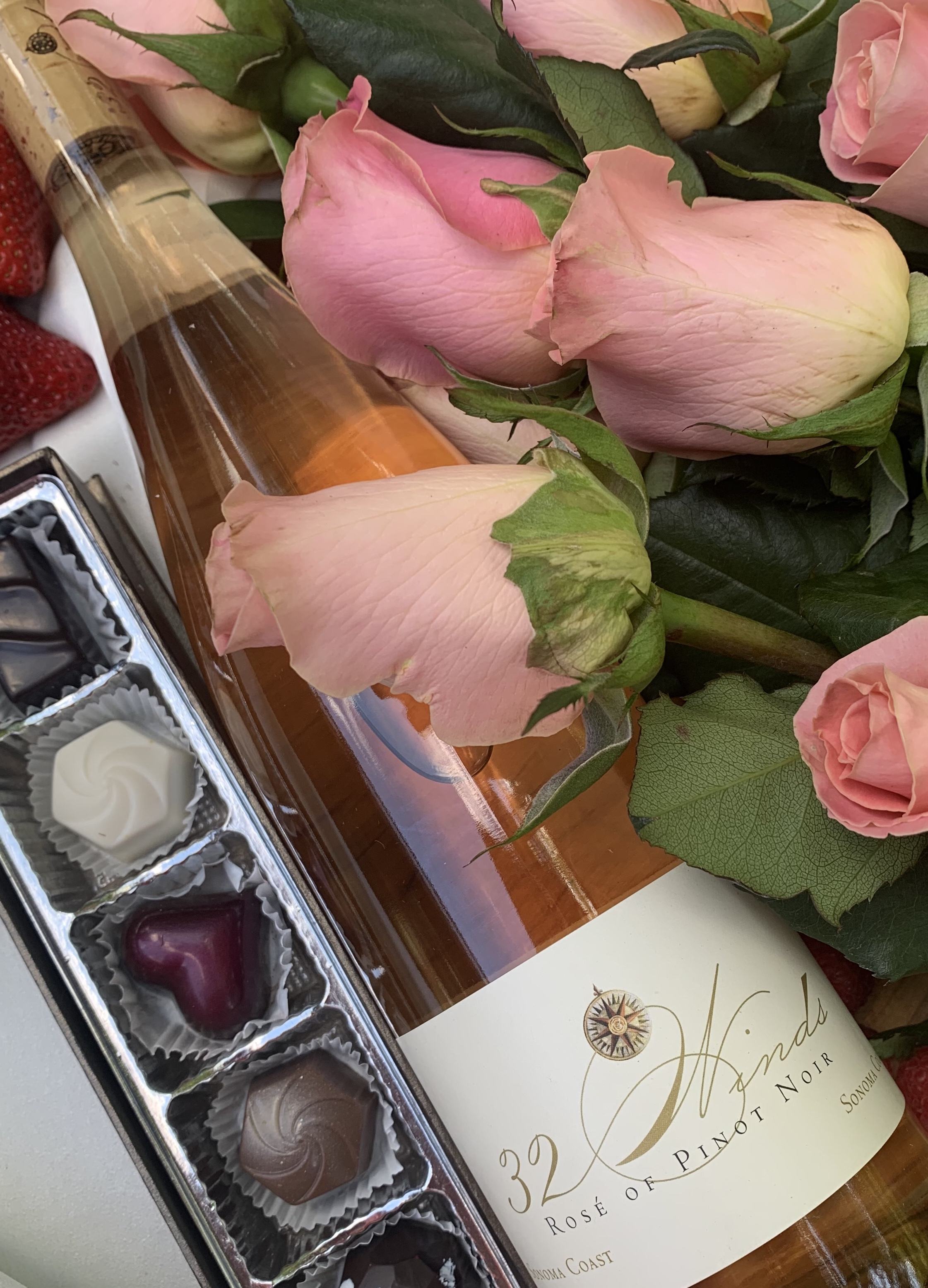 * Gift Set - 2 bottles Rose and Glacier Chocolates
